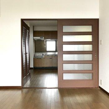 クローゼットがない分広く感じるなぁ。※写真は8階の同間取り別部屋、クリーニング前のものです