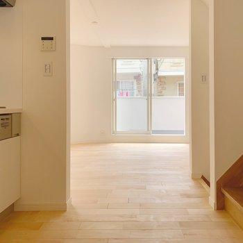 キッチン側から。階段がすぐ裏にあるような間取りです