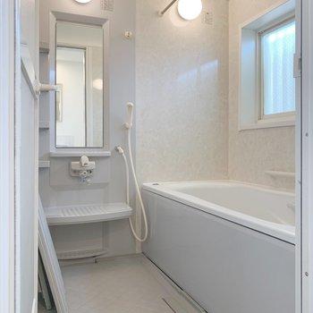 浴室乾燥機・追い焚き付きで高性能!