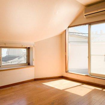 【工事前3F】東側の洋室は斜めな天井