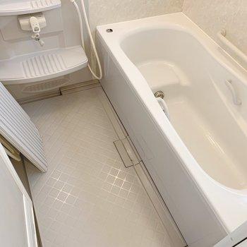 お風呂はファミリーサイズでゆったりしてます〜