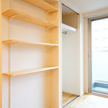 【イメージ】玄関脇にはこれより小さなサイズの可動式棚が新設されます◎