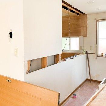 【工事前2F】カウンターには造作棚を設置します。