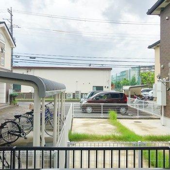 眺望は駐車場。