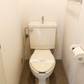 トイレ上のスペースに花を飾るとすてきです