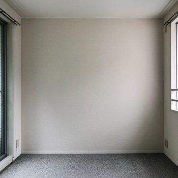 【洋室】こちらも窓が2つあります