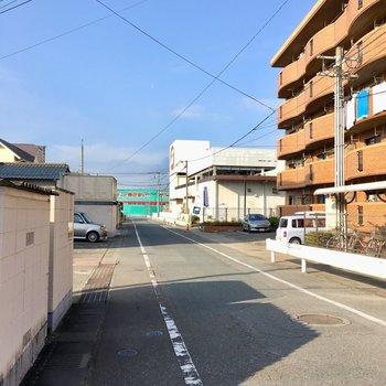 徒歩圏内にスーパーやドラッグストア・・・便利だな〜!