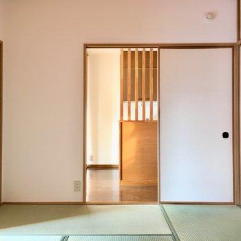和室を寝室にすれば、朝お母さんの作る味噌汁の匂いで起きれますね。幸せ〜(※写真は清掃前のものです)