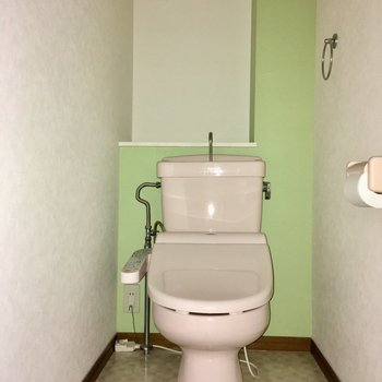 トイレはウォシュレット付き!(※写真は清掃前のもので、フラッシュ撮影しています)