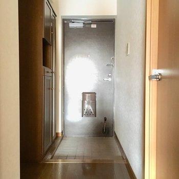 玄関スペースも広いの〜!家族のゆとりは玄関からっ。(※写真は清掃前のものです)