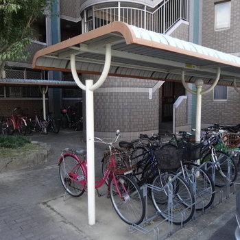 駐輪場は全て屋根付きで安心◎