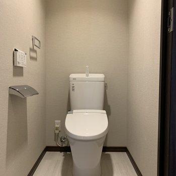 温水洗浄便座のシンプルなトイレ