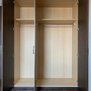 【洋室6.4帖】収納スペースです