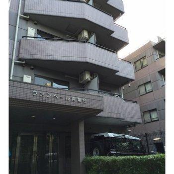 目黒川沿いのマンション。