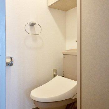 トイレにも棚つき!