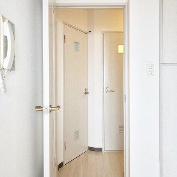 【居室からの眺め】廊下が少し狭め