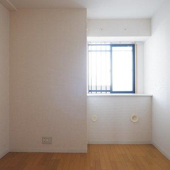 【5.7帖洋室】各部屋窓がついていて良いですね◎※写真は7階の似た間取り別部屋のものです