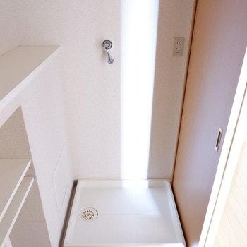 洗濯機置場も脱衣所です。※写真は7階の似た間取り別部屋のものです