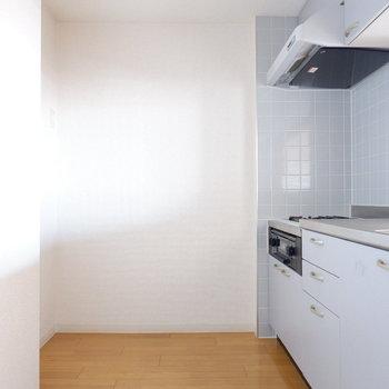 キッチンスペースしっかり確保されています。※写真は7階の似た間取り別部屋のものです