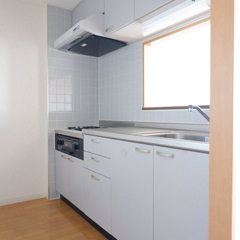 調理しやすそうなキッチン。※写真は7階の似た間取り別部屋のものです