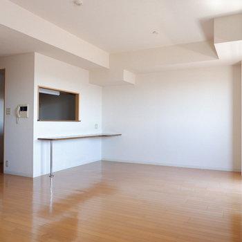 キッチン側はダイニング!※写真は7階の似た間取り別部屋のものです