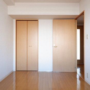 【6帖洋室】スペースはしっかりあります。※写真は7階の似た間取り別部屋のものです