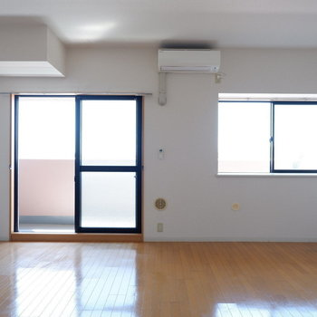 窓が2つも!どうりで明るい!※写真は7階の似た間取り別部屋のものです