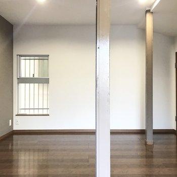 【1階 洋室 】ピカピカにリフォームされたお部屋が