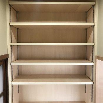 書類や本はここにまとめて置こう