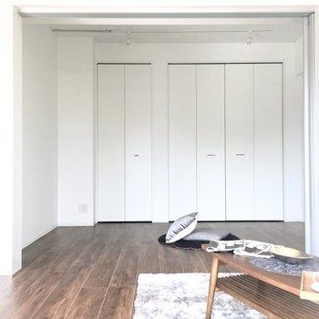 リビングと洋室はドアで仕切ることもできます◎