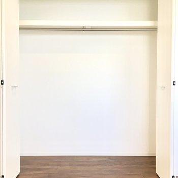 洋室②】こっちには布団などの大きめの荷物を。