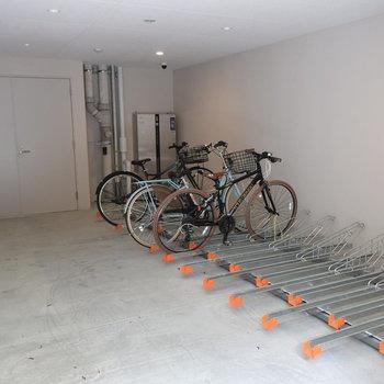 自転車置き場は屋内なのがうれしい