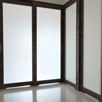 すりガラスになっているので、扉を閉めていても明るさがあります