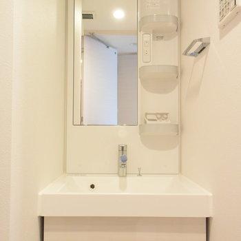 シンプルな洗面台が使いやすいんですよね(※写真は6階の同間取り別部屋のものです)