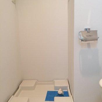 トイレの前に洗濯機置き場が※写真は前回募集時のものです
