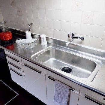 調理スペースも広々としていて料理が楽しいなぁ!※写真は1階の反転似た間取り別部屋のものです