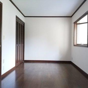 8帖の2階のお部屋はたっぷりとした寝室にしようかな。※写真は1階の反転似た間取り別部屋のものです