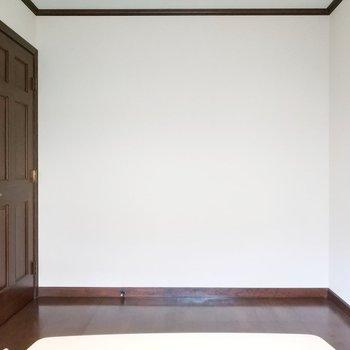 テレビを置きたいなぁ。※写真は1階の反転似た間取り別部屋のものです