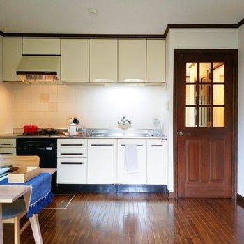 キッチンも広々としていますね。※写真は1階の反転似た間取り別部屋のものです