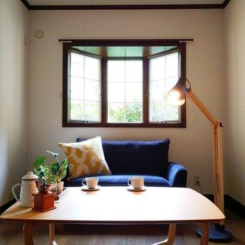 光もたっぷり入る洋室です。※写真は1階の反転似た間取り別部屋のものです