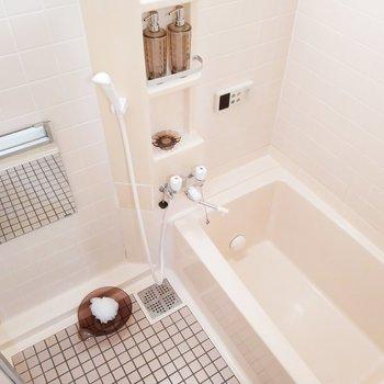 浴槽もタイル張りで可愛らしく♪※写真は1階の反転似た間取り別部屋のものです