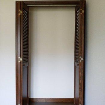 クローゼットはコンパクトに※写真は1階の反転似た間取り別部屋のものです