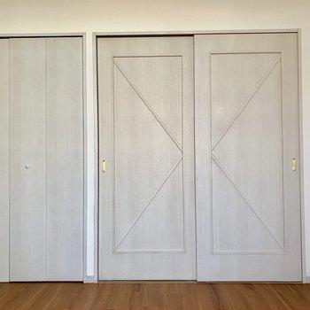 扉の柄がステキです。※写真は通電前のものです