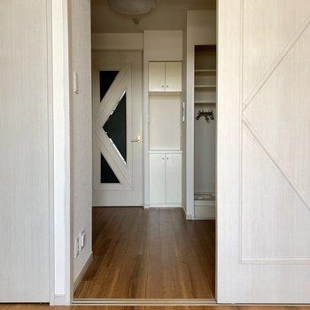 奥の扉も柄がステキ。統一感。※写真は通電前のものです