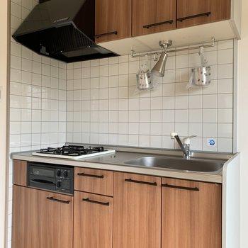 小物入れもしっかりついてて使い勝手の良いキッチン。※写真は前回工事の別部屋です