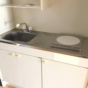 キッチンはミニキッチンでシンプル。※写真と文章は3階の反転間取り別部屋のものです