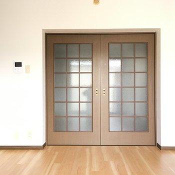 ダイニングと洋室は引き戸で仕切ることも可◎※写真と文章は3階の反転間取り別部屋のものです