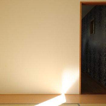 【2階】収納家具を置くのに良さそうな切り替え。ちょっぴりフローリング