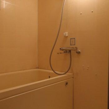 【1階】くるんと振り向いて、バスルーム。