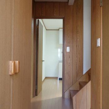 【1階】玄関はいって右手の扉の中に、サニタリースペースがまとまっております。